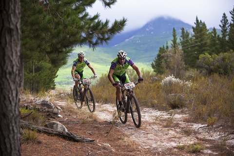 Nico Pfitzenmaier and Robert Sim during stage two of the 2015 Absa Cape Epic. Photo: Sophie Smith/Cape Epic/SPORTZPICS