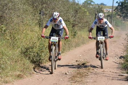Nico Bell (left) and Gawie Combrinck from NAD Pro race into the finish area to win the eighth stage of the Old Mutual joBerg2c. Photo: Full Stop Communications