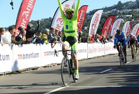 Stefan Ihlenfeldt wins the 115km Knysna Cycle Tour road race. Photo: @knysnacycletour/twitter