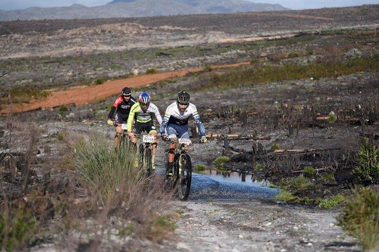 The leading bunch at the Trailseeker Series in Grabouw