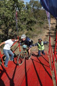 A participant gets some help at the Waterberg MTB Encounter