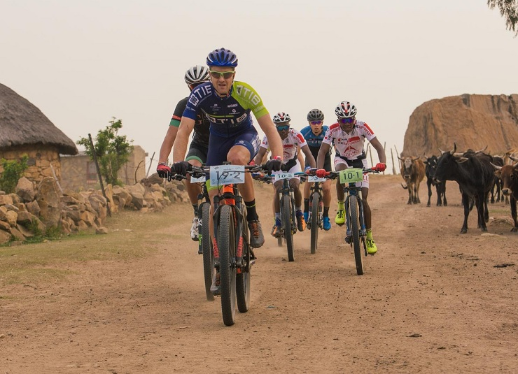 Garrun-Tib Insurance's Reinhard Zellhuber and Andrew Hill (front) currently hold a narrow three-second lead after stage three of the Lesotho Sky. Photo: Wayne Reiche/Lesotho Sky