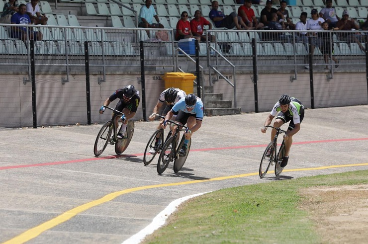 Riders in action during the 800m at the Paarl Boxing Day today. Photo: Owen Lloyd