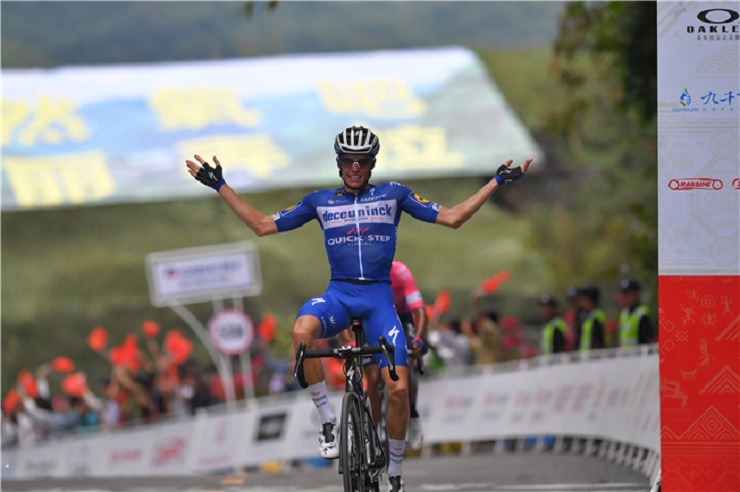 Enric Mas won stage four and took over the race lead in the Tour of Guangxi