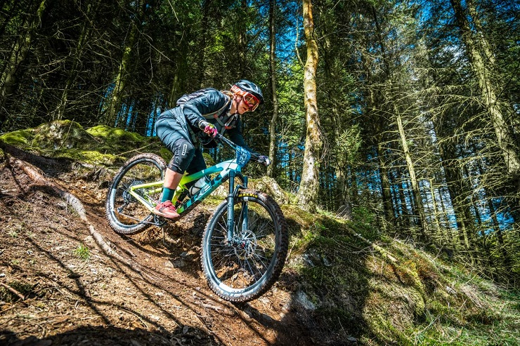 Frankie du Toit began her season with a win in the first round of the WC Downhill Cup